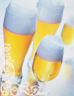 Пиво для волос. Маски из пива для волос. Ополаскивание волос пивом. Лечение волос пивом