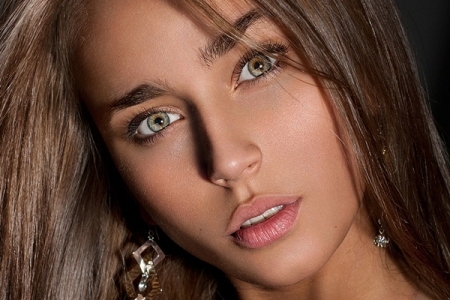 Какой цвет волос подойдет для зеленых глаз