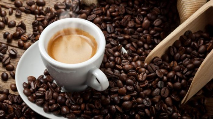 Можно ли запивать еду водой, чаем, кефиром, кофе или другой жидкстью?