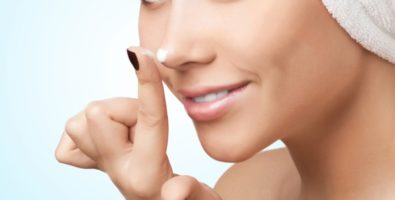 Как правильно пользоваться кремом для лица и шеи — когда и сколько наносить?